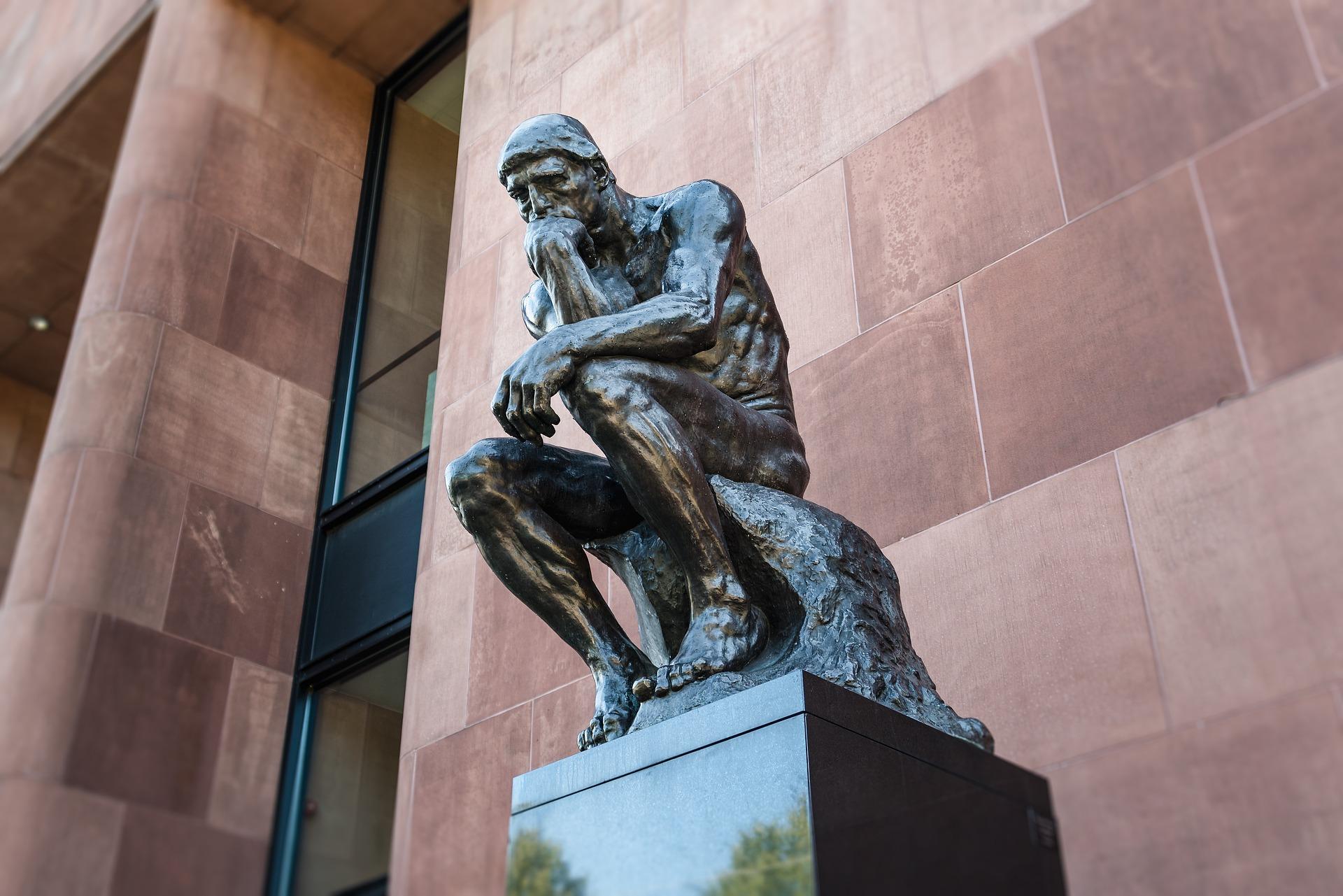 考える人の銅像