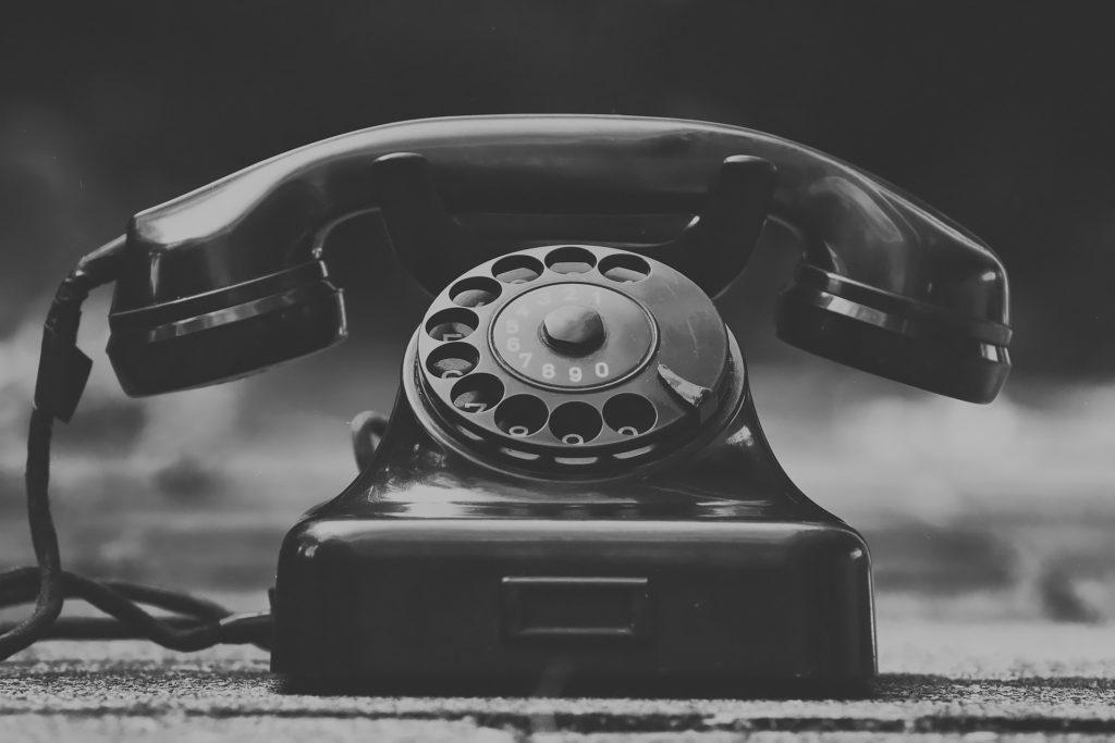 昔ながらの黒電話