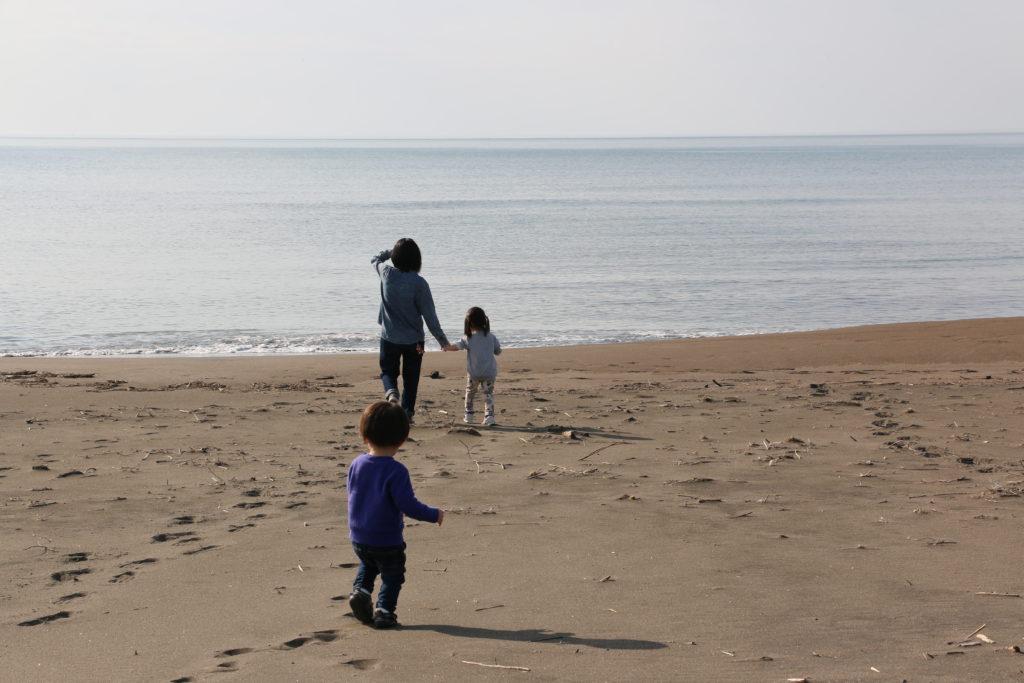 あそびーち石狩で遊ぶ家族