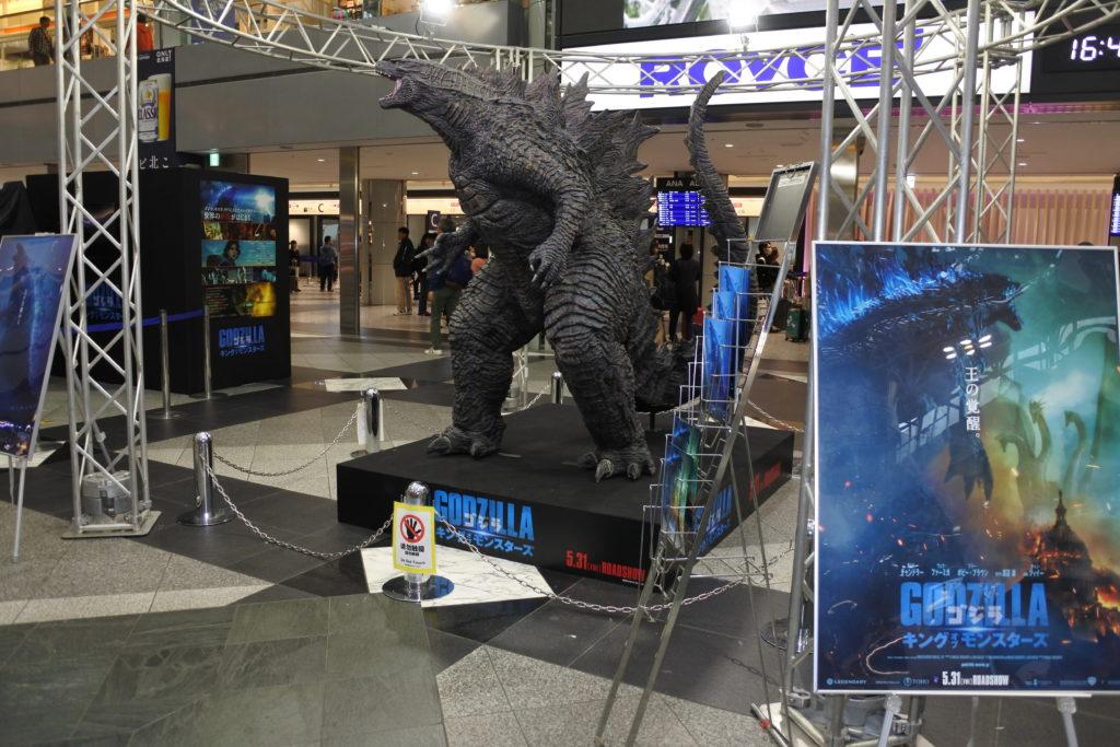 新千歳空港のゴジラ展示コーナー