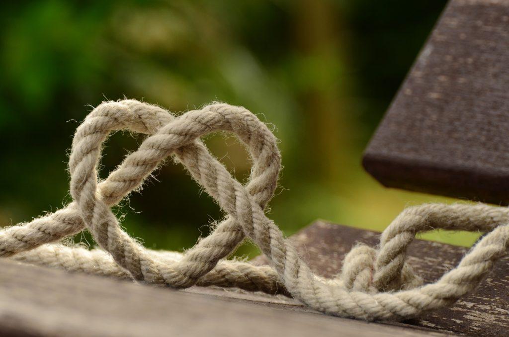ハートの形をしたロープ