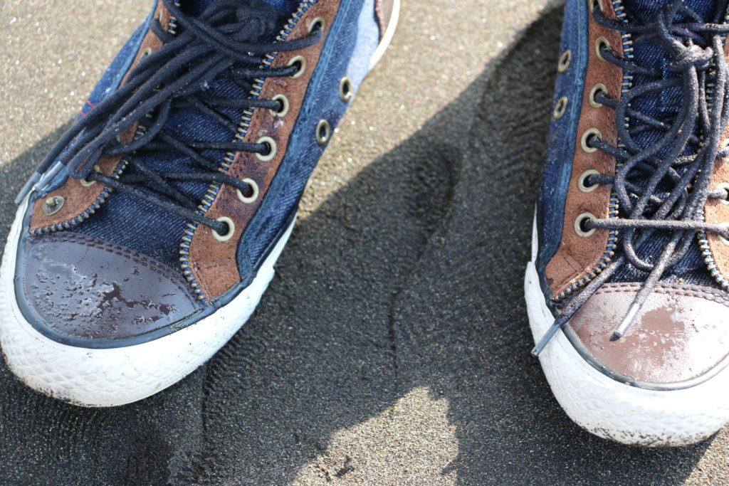 札幌近くの海岸で濡れた靴