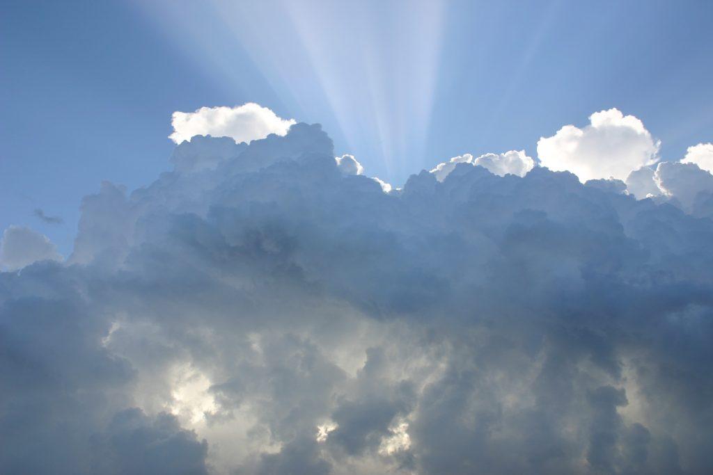 気分が落ち込みやすい曇り空