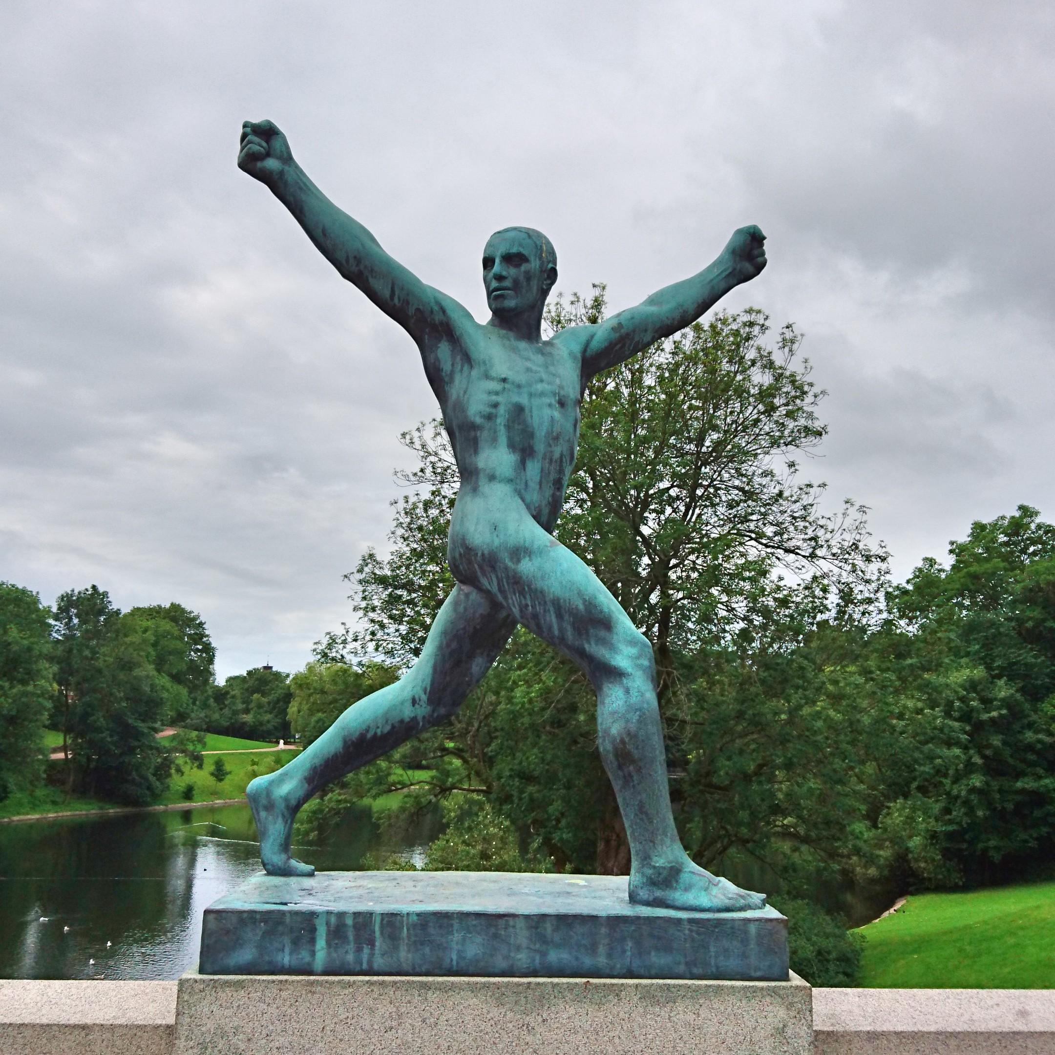 銅像-喜び、リラックス