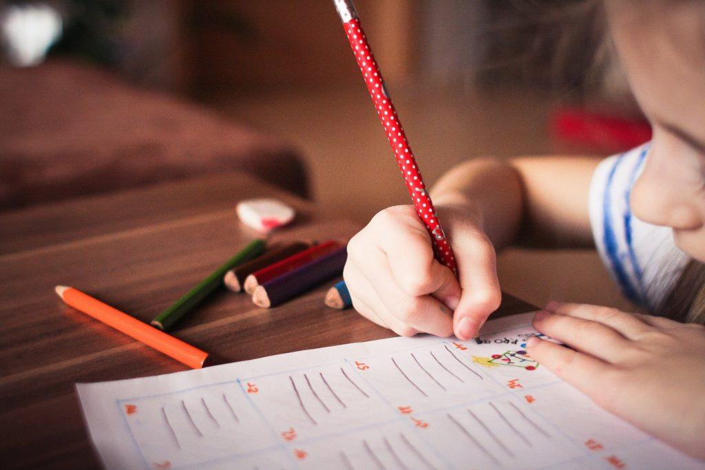 大人にとっては無駄に思える子供の落書き