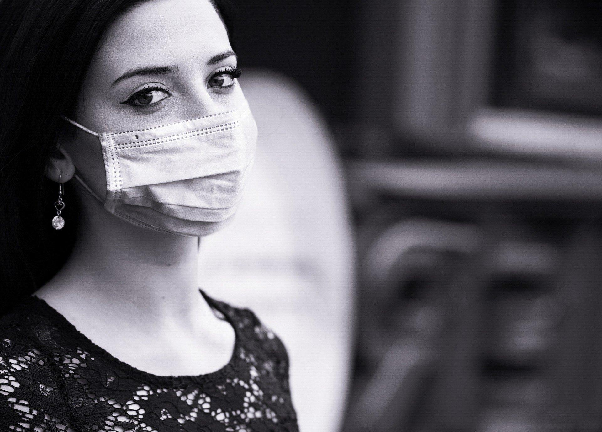 マスク−女性